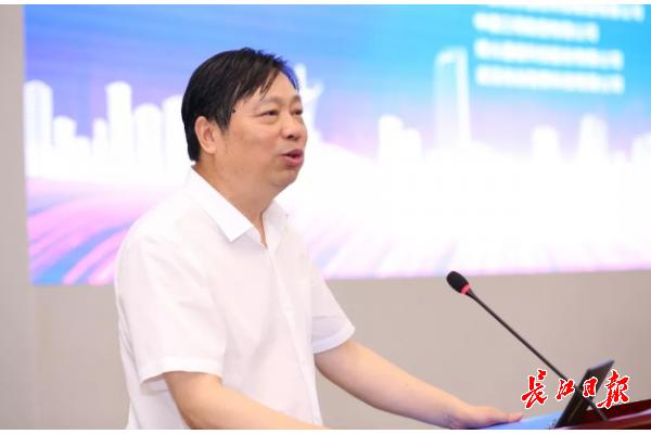 光谷企业家协会换届 中国信科董事长童国华当选会长