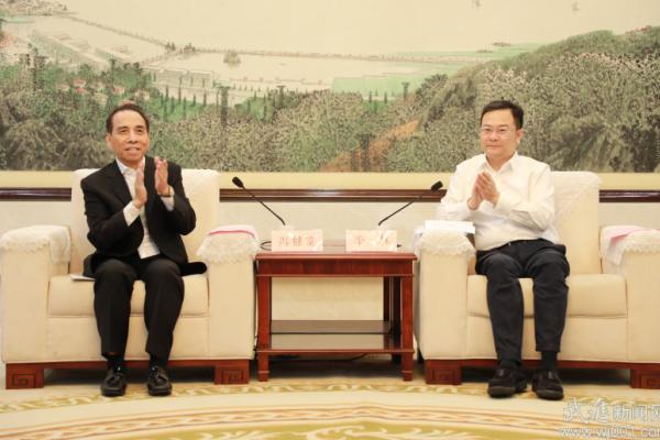 李林会见澳门中小型企业联合总商会理事长
